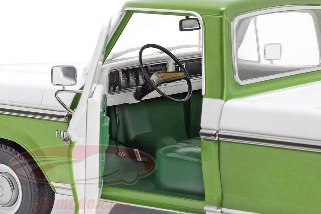 Ford F-100 Recoger Año de construcción 1976 Con cubrir verde / Blanco 1:18 Greenlight