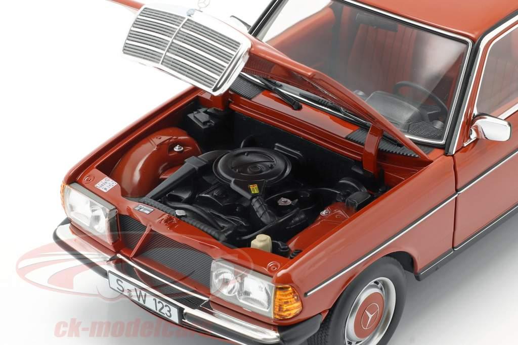 Mercedes-Benz 200 (W123) Byggeår 1980 - 1985 engelsk rød 1:18 Norev