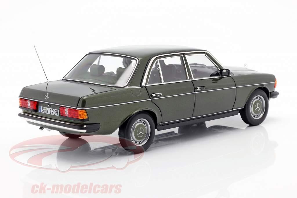 Mercedes-Benz 200 (W123) Ano de construção 1980 - 1985 cipreste verde metálico 1:18 Norev