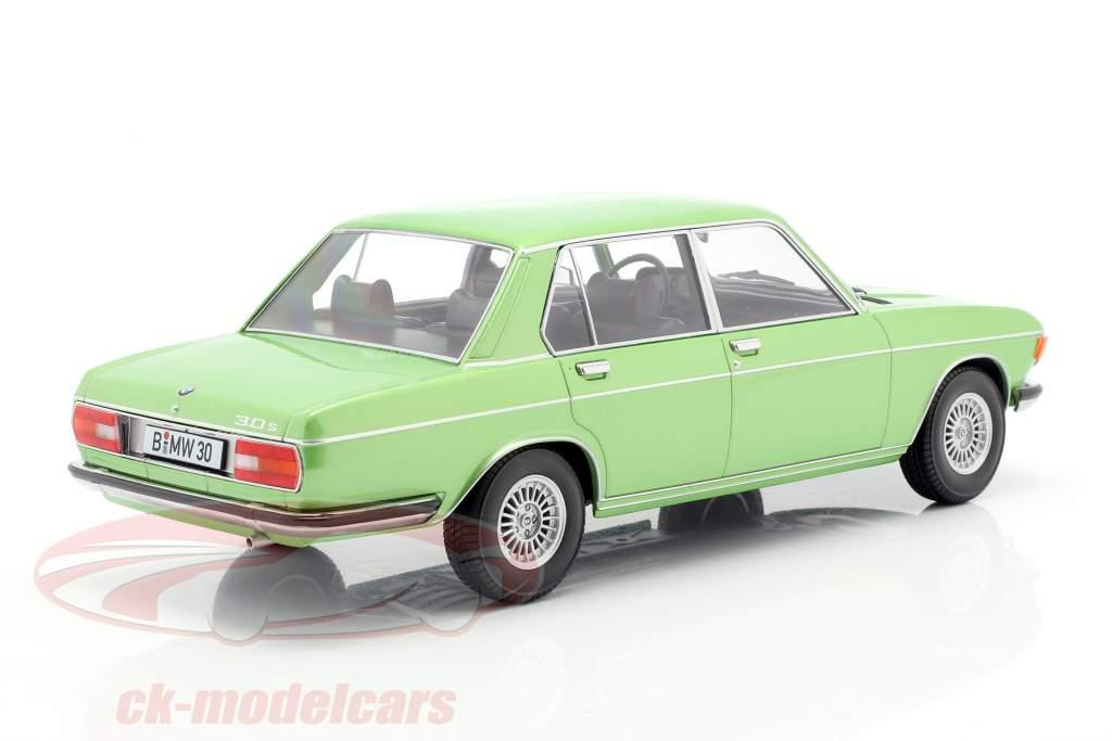BMW 3.0 S E3 2 Series Año de construcción 1971 verde claro metálico 1:18 KK-Scale