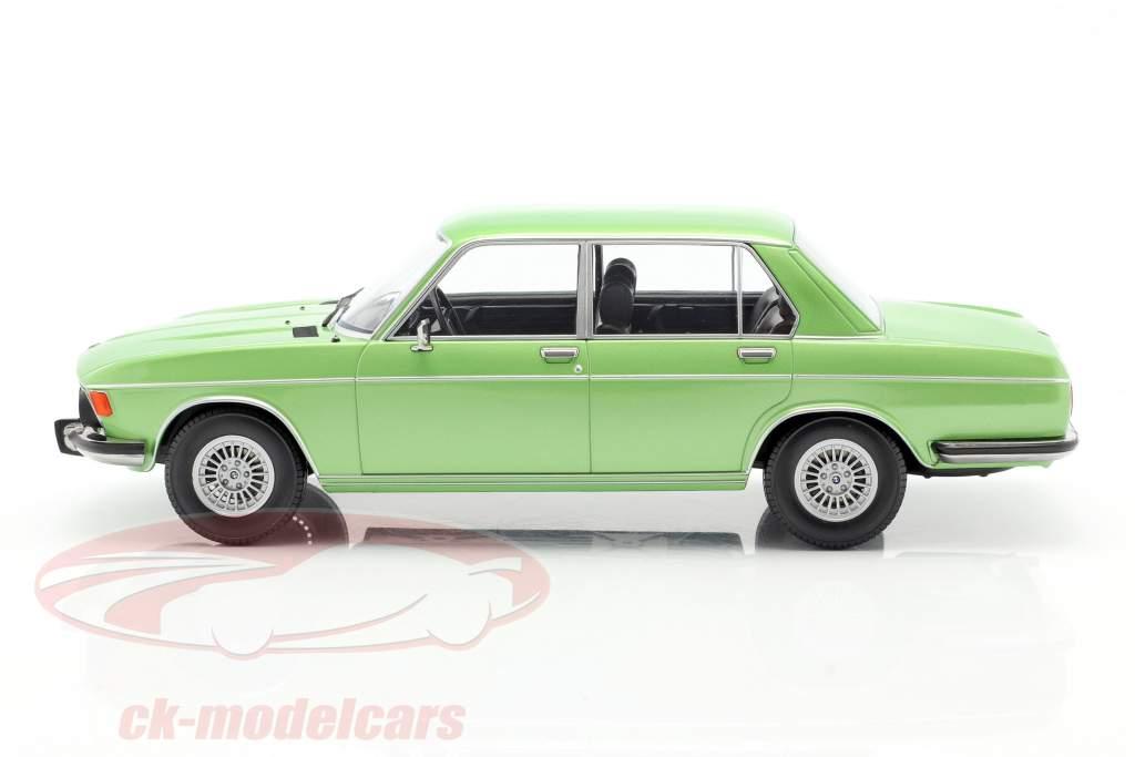 BMW 3.0 S E3 2.Serie Baujahr 1971 hellgrün metallic 1:18 KK-Scale