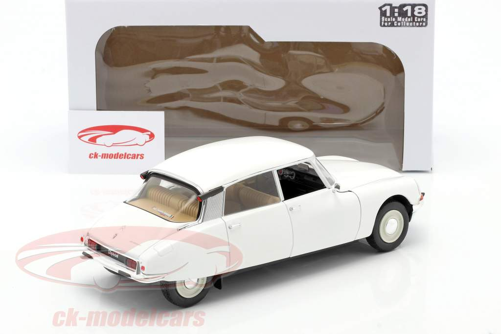 Citroen DS year 1972 white 1:18 Solido