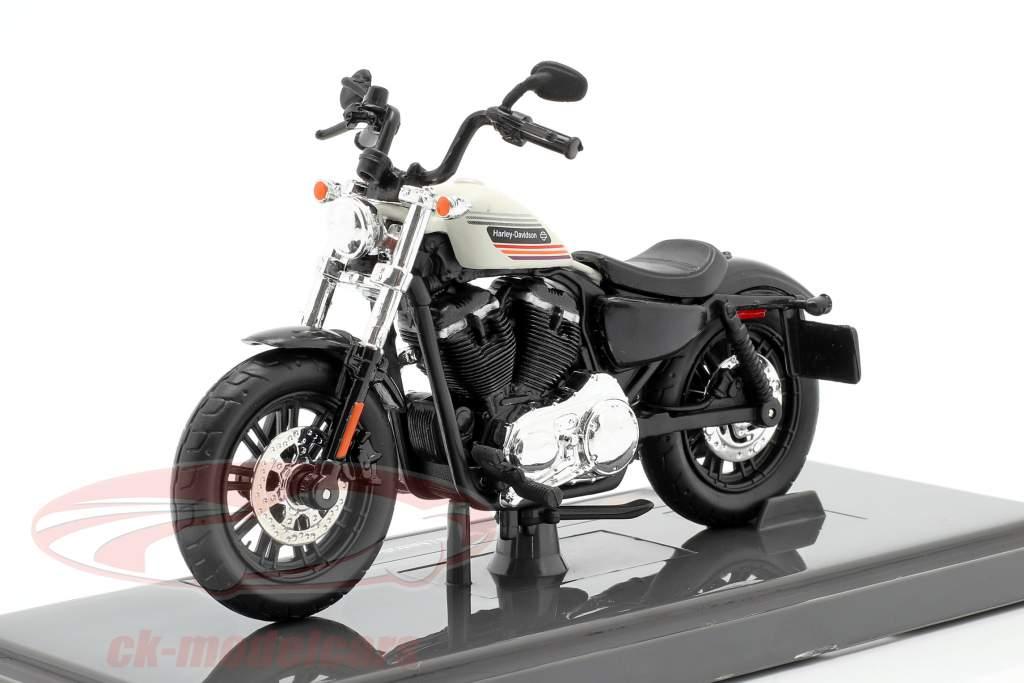 Harley Davidson Forty-Eight Special Australian Version 2018 black / white 1:18 Maisto