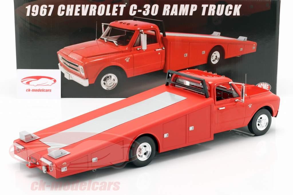Chevrolet C-30 Ramp Truck Byggeår 1967 rød 1:18 GMP