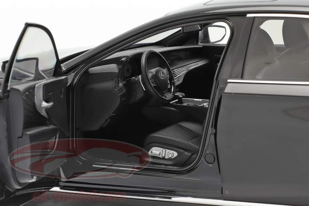 Lexus LS500h Ano de construção 2018 Preto 1:18 AUTOart