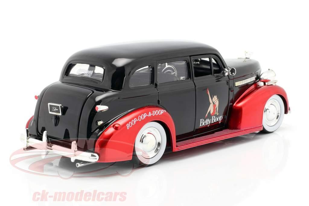 Chevrolet Master Deluxe 1939 mit Figur Betty Boop schwarz / rot 1:24 Jada Toys