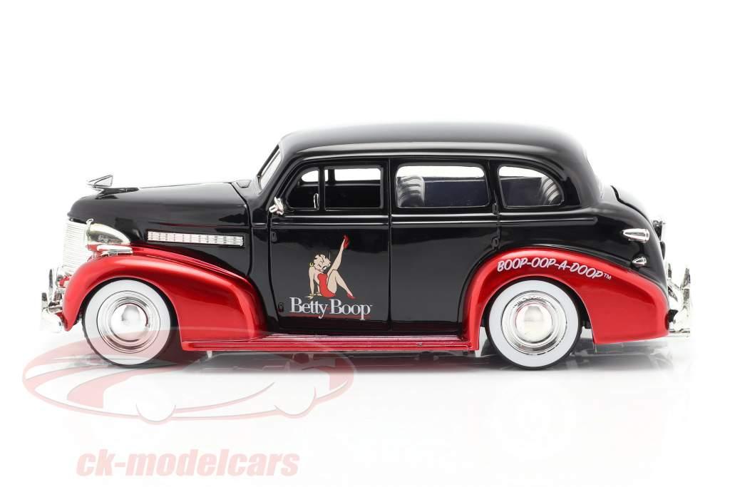 Chevrolet Master Deluxe 1939 Com figura Betty Boop Preto / vermelho 1:24 Jada Toys