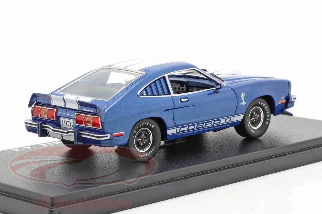 Ford Mustang II Cobra II Baujahr 1976 blau / weiß 1:43 Greenlight