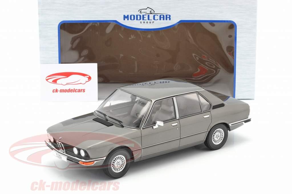 BMW 5-Series (E12) Bouwjaar 1974 donkergrijs metalen 1:18 Model Car Group