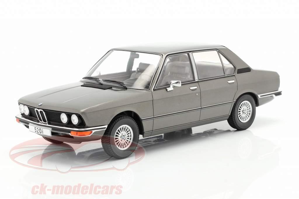 BMW 5-Series (E12) Baujahr 1974 dunkelgrau metallic 1:18 Model Car Group