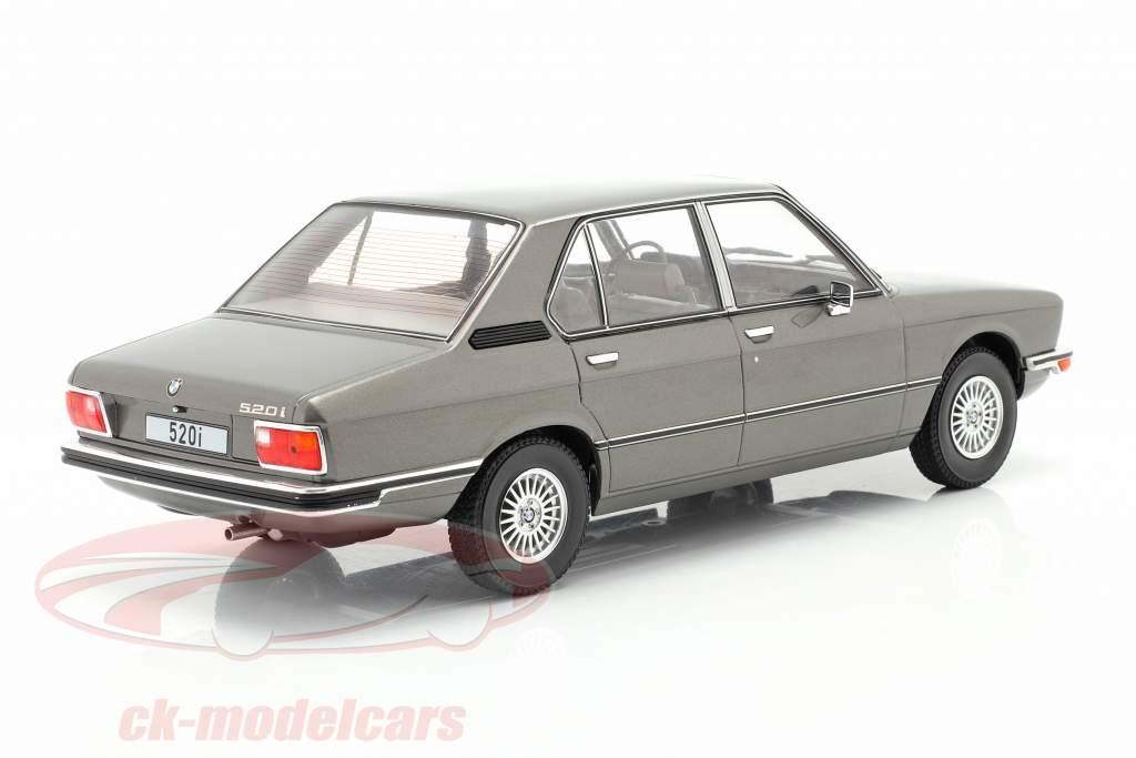 BMW 5-Series (E12) Año de construcción 1974 gris oscuro metálico 1:18 Model Car Group