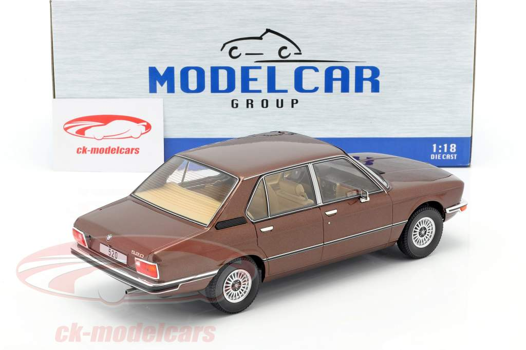 BMW 5-Series (E12) Anno di costruzione 1974 Marrone scuro metallico 1:18 Model Car Group