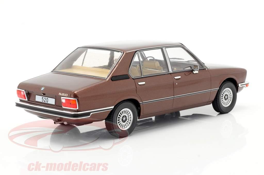 BMW 5-Series (E12) Byggeår 1974 mørkebrun metallisk 1:18 Model Car Group