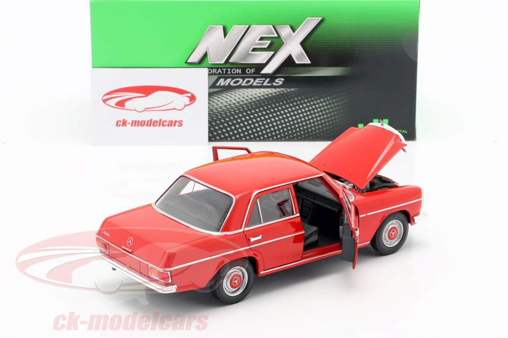 Mercedes-Benz 220/8 (W115) rood 1:24 Welly