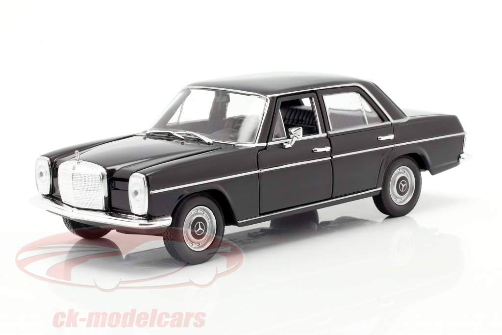 Mercedes-Benz 220/8 (W115) noir 1:24 Welly