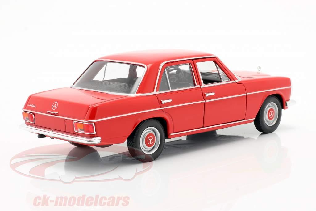 Mercedes-Benz 220/8 (W115) rojo 1:24 Welly
