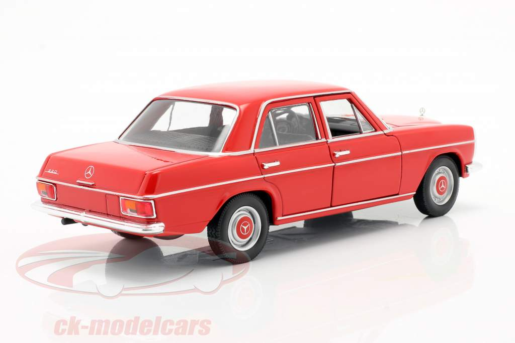 Mercedes-Benz 220/8 (W115) rouge 1:24 Welly