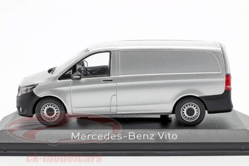 Mercedes-Benz Vito Baujahr 2015 silber 1:43 Norev