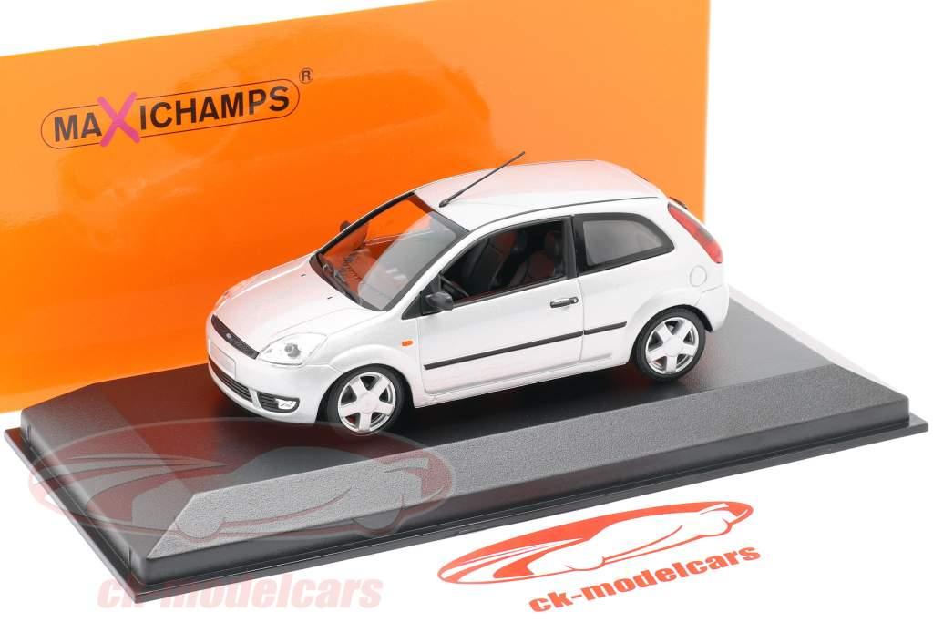 Ford Fiesta Ano de construção 2002 prata 1:43 Minichamps