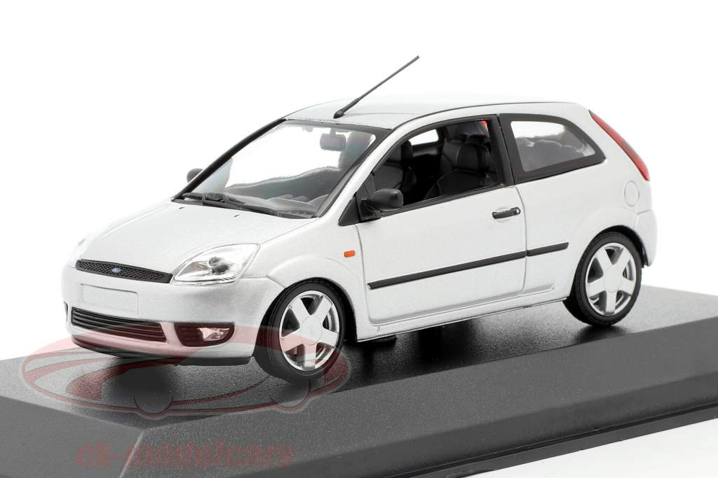 Ford Fiesta year 2002 silver 1:43 Minichamps