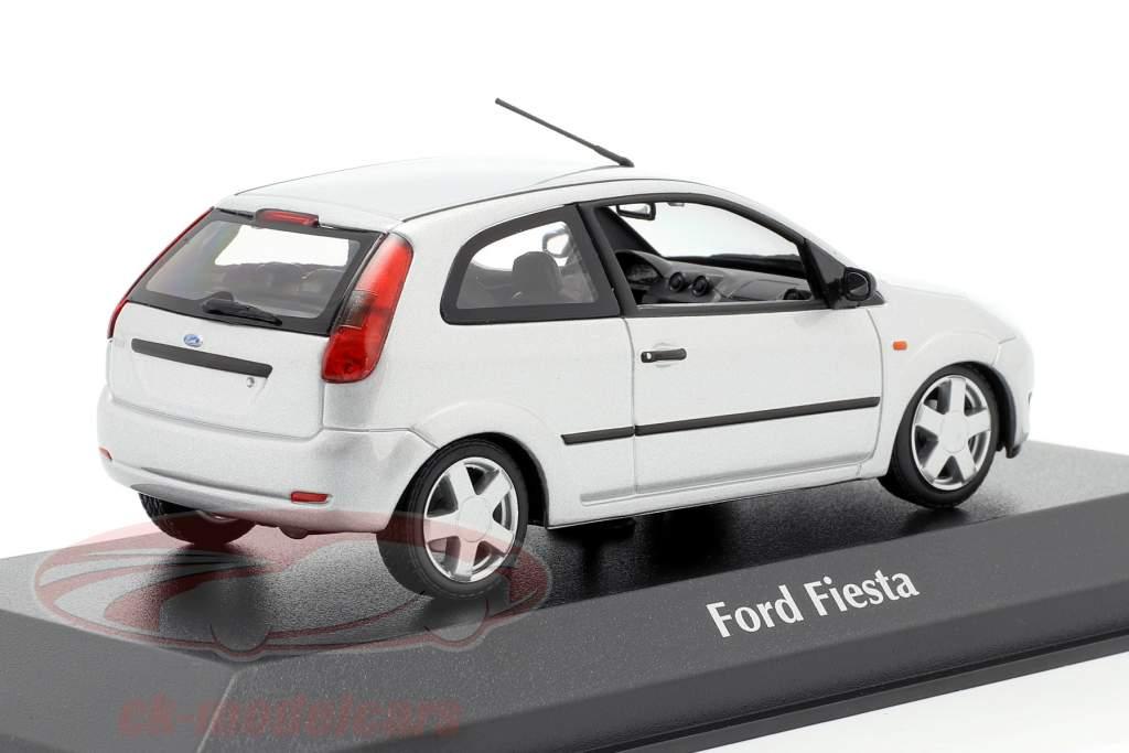 Ford Fiesta Anno di costruzione 2002 argento 1:43 Minichamps
