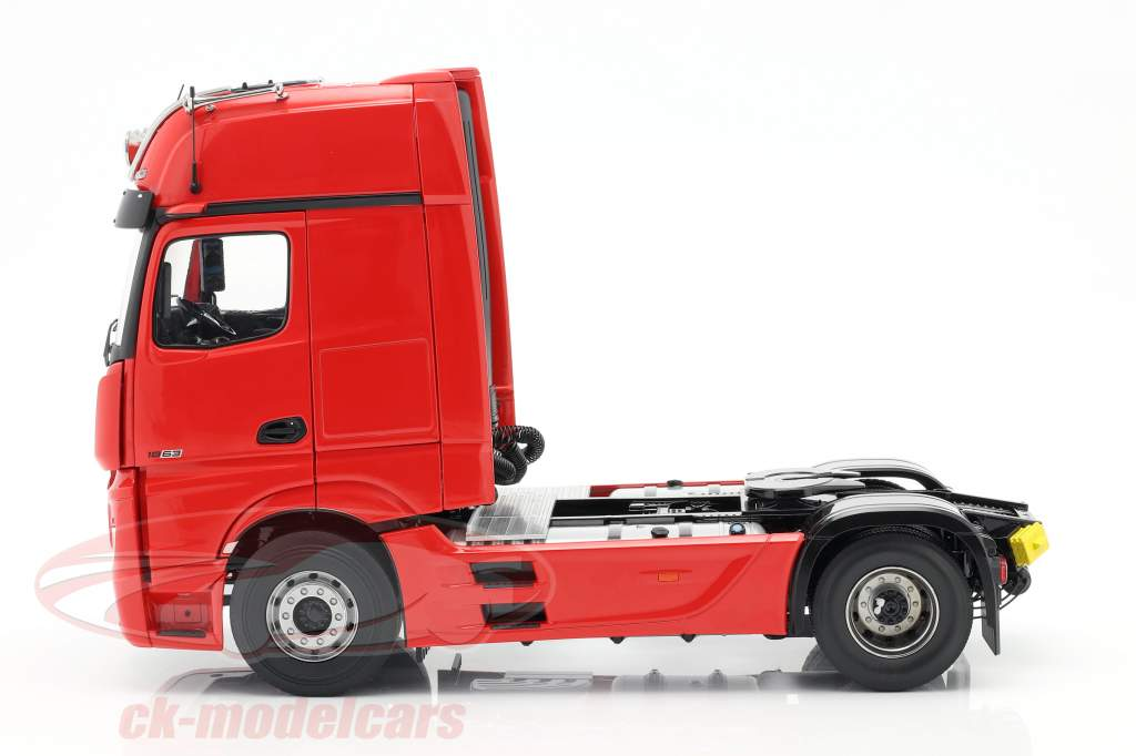 Mercedes-Benz Actros Gigaspace 4x2 Truck Facelift 2018 red 1:18 NZG