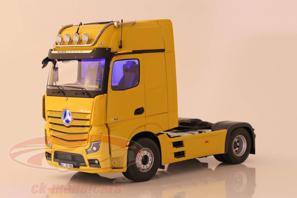 Mercedes-Benz Actros Gigaspace 4x2 SZM Facelift 2018 ginstergelb 1:18 NZG