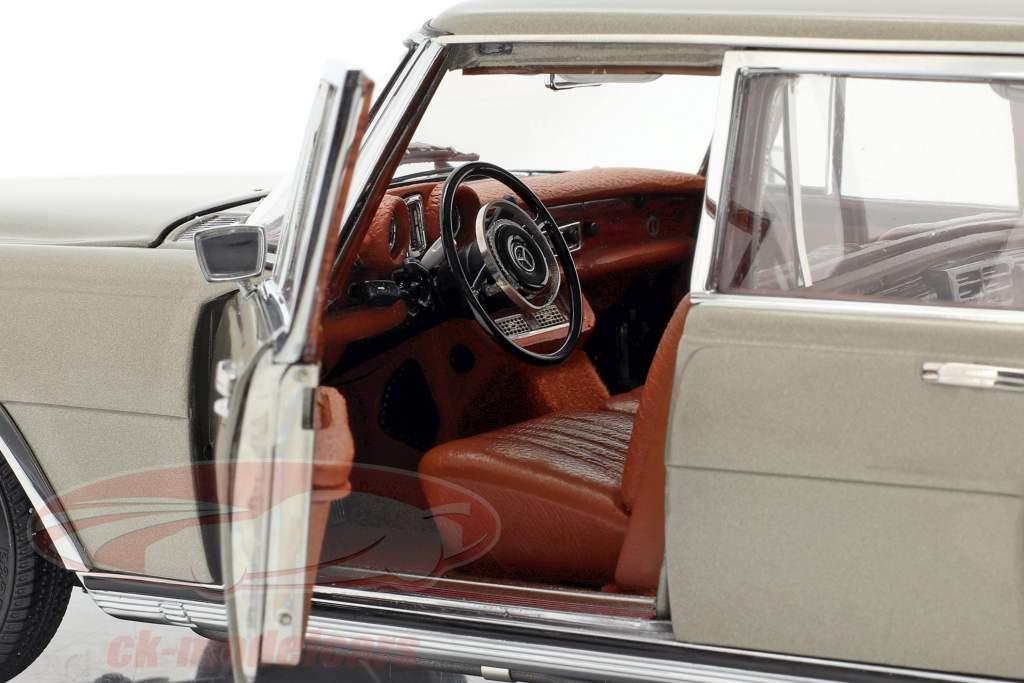 Mercedes-Benz Pullman (W 100) Limousine Con techo solar visón gris 1:18 CMC