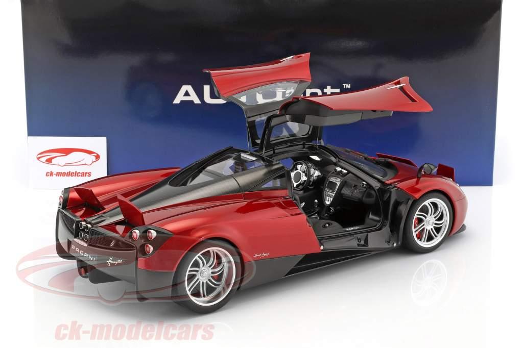 Pagani Huayra anno di costruzione 2011 rosso metallico 1:12 AUTOart