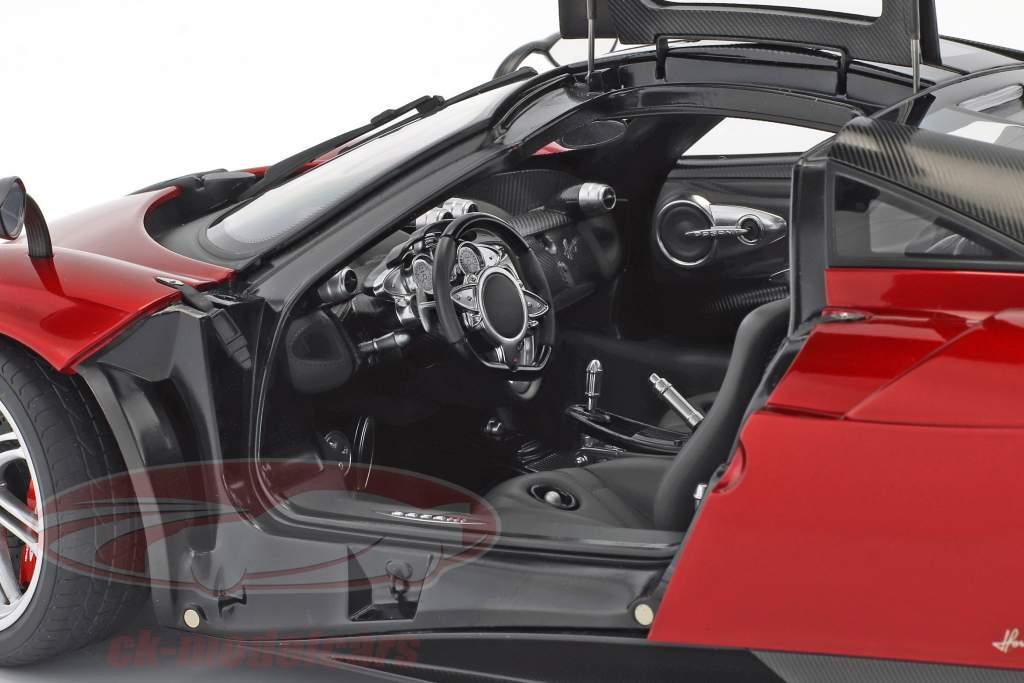 Pagani Huayra año de construcción 2011 rojo metálico 1:12 AUTOart