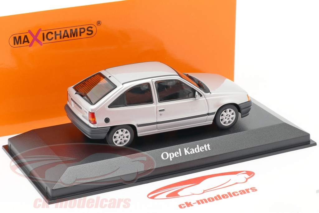 Opel Kadett E Año de construcción 1990 plata metálico 1:43 Minichamp