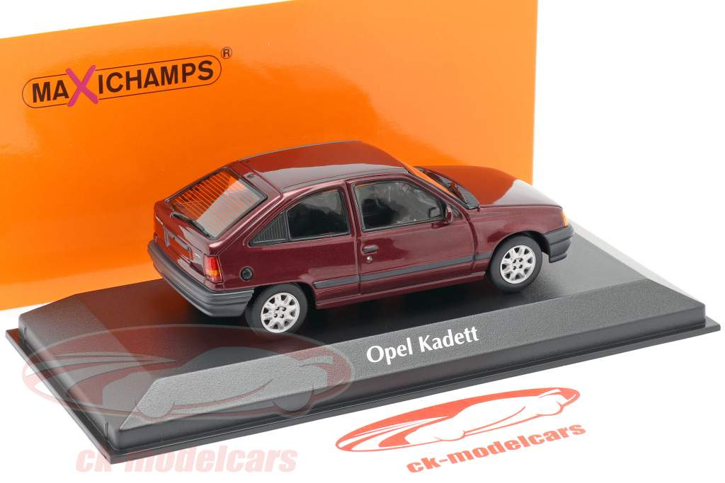 Opel Kadett E Ano de construção 1990 vermelho metálico 1:43 Minichamps