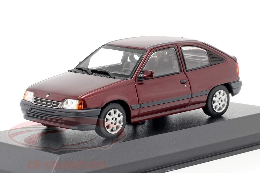 Opel Kadett E Byggeår 1990 rød metallisk 1:43 Minichamps