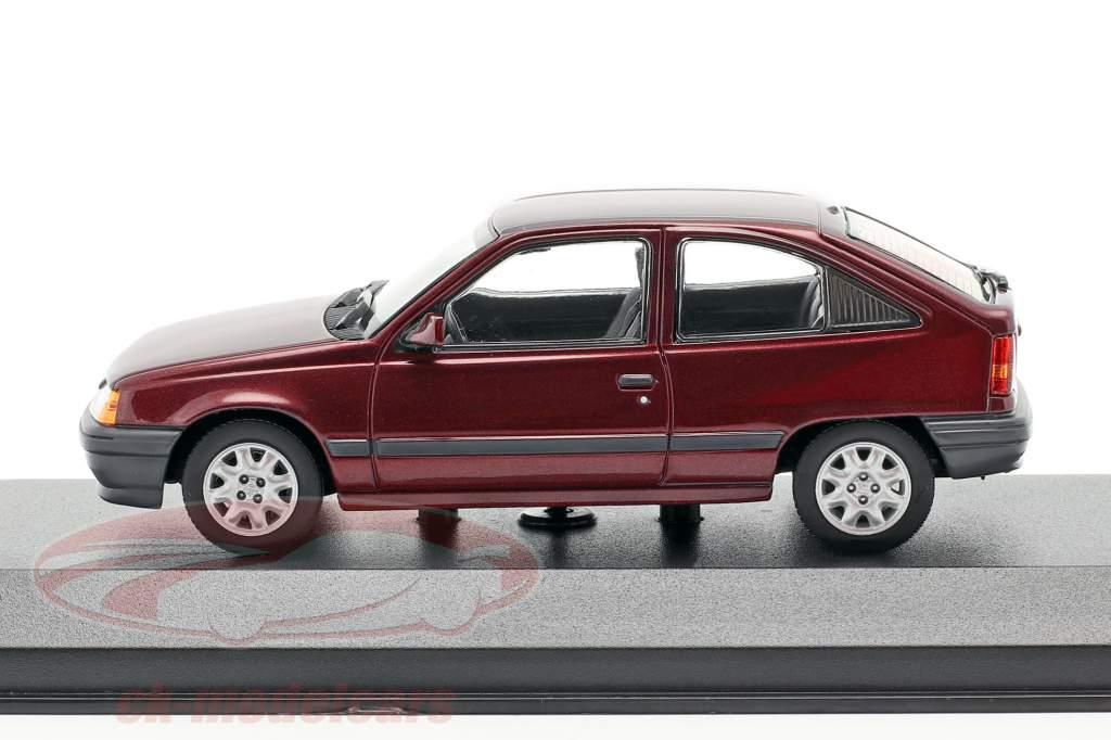 Opel Kadett E year 1990 red metallic 1:43 Minichamps