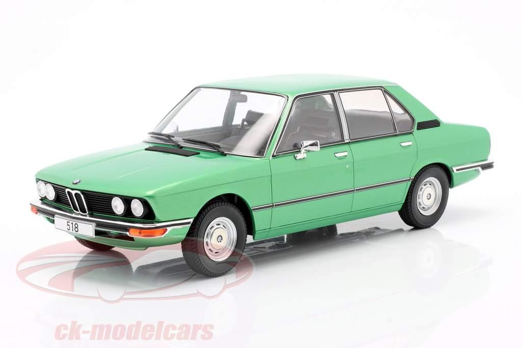 BMW 518 (E12) Anno di costruzione 1974 verde chiaro metallico 1:18 Model Car Group