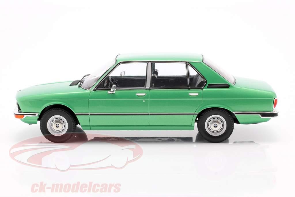 BMW 518 (E12) Byggeår 1974 lysegrøn metallisk 1:18 Model Car Group