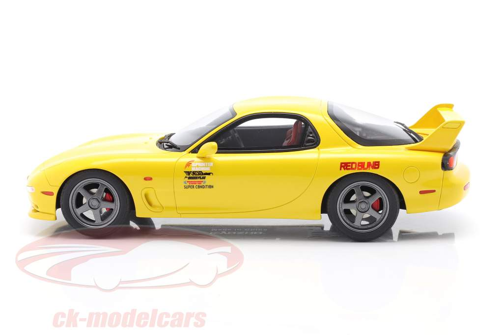 Mazda RX-7 FD3S Película New Initial D Con figura amarillo 1:18 Kyosho