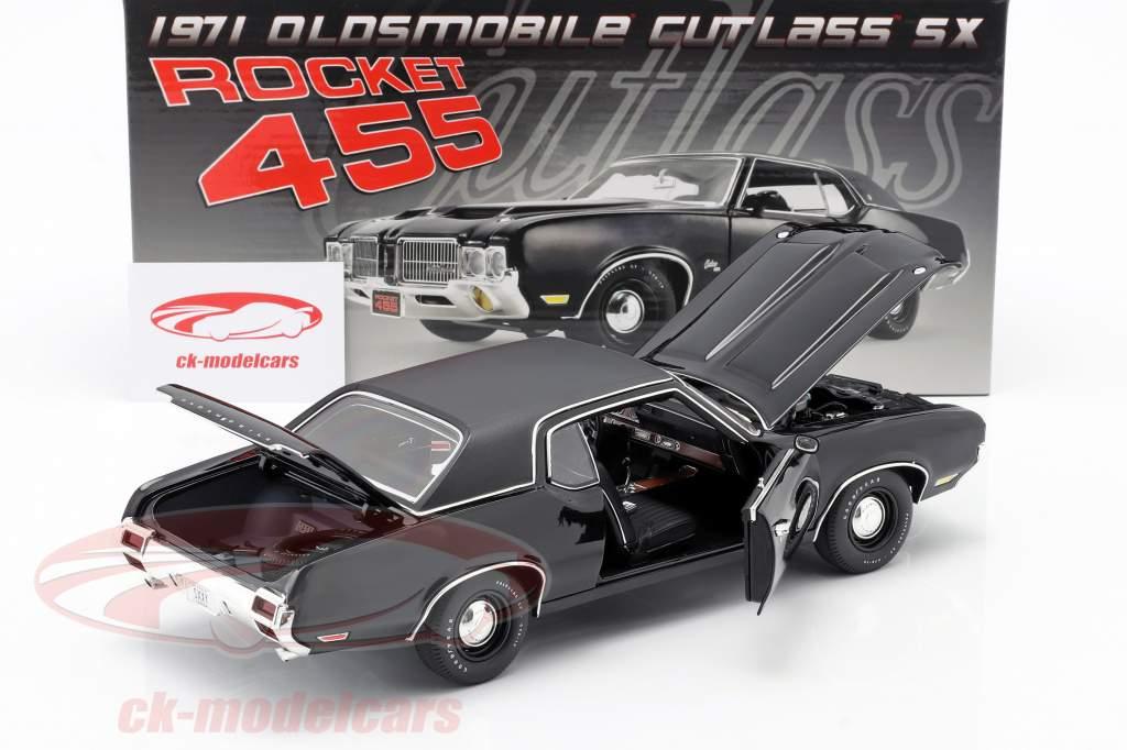 Oldsmobile Rocket 455 Cutlass SX Bouwjaar 1970 zwart 1:18 GMP