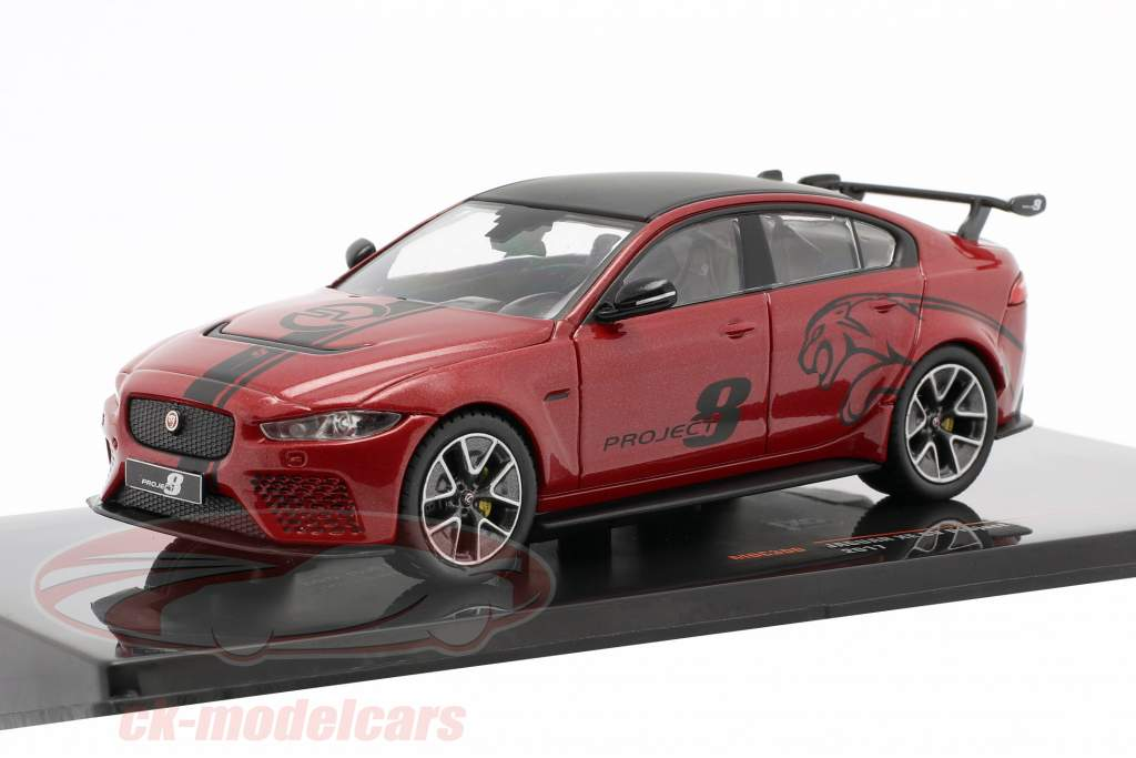 Jaguar XE SV Project 8 Byggeår 2017 mørk rød metallisk 1:43 Ixo