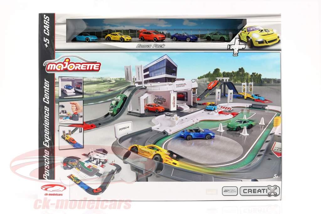 Porsche Experience Center med 5 biler 1:64 Majorette
