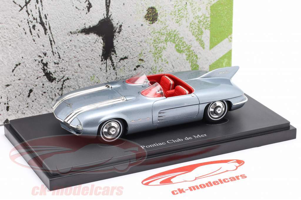 Pontiac Club de Mer Byggeår 1956 lys blå 1:43 AutoCult