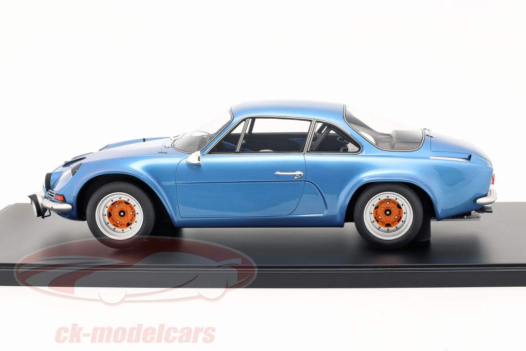 Renault Alpine A110 1800 Coupe Gr.4 1973 blue metallic with showcase 1:8 GT-Spirit