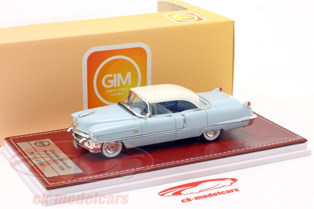 Cadillac Series 62 Sedan de Ville 1956 lys blå / hvid 1:43 Great Iconic Models