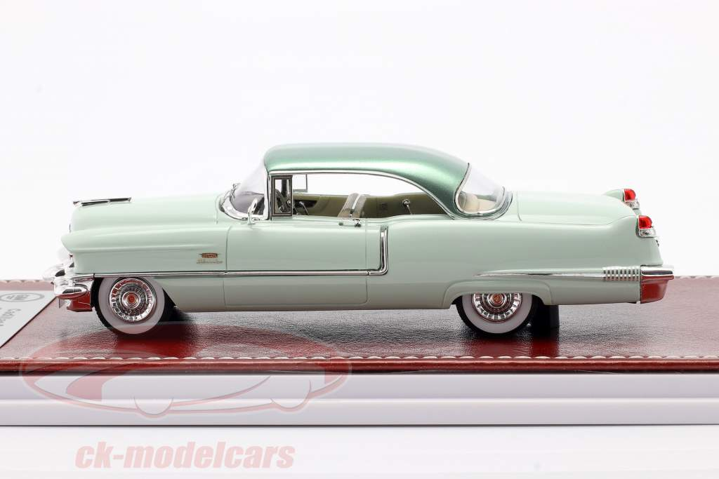 Cadillac Series 62 Sedan de Ville 1956 licht groen 1:43 Great Iconic Models