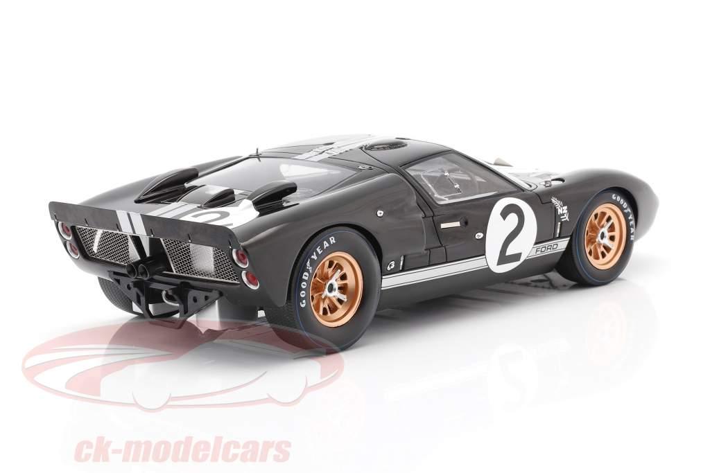 Ford GT40 MK II #2 vinder 24h LeMans 1966 McLaren, Amon 1:18 Spark