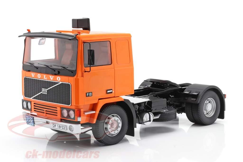 Volvo F10 Vrachtwagen Deutrans Bouwjaar 1977 oranje / zwart 1:18 Road Kings