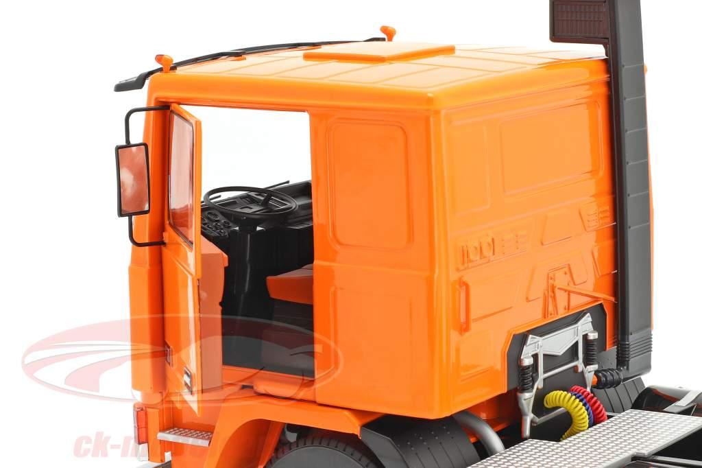Volvo F10 Camión Deutrans Año de construcción 1977 naranja / negro 1:18 Road Kings