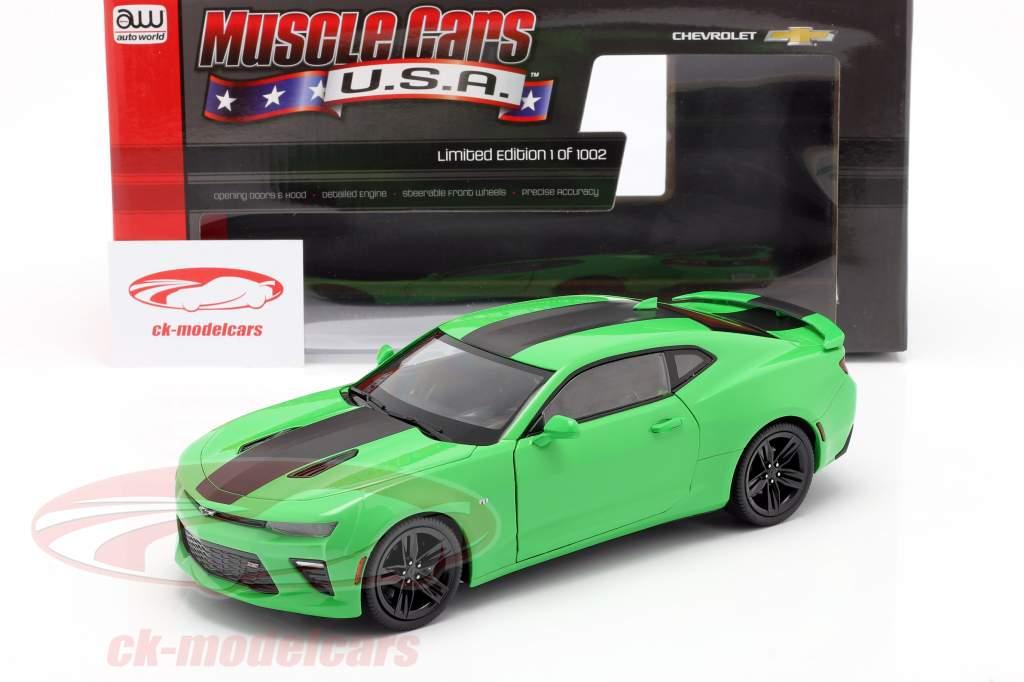 Chevrolet Camaro SS an 2017 vert / noir 1:18 AutoWorld