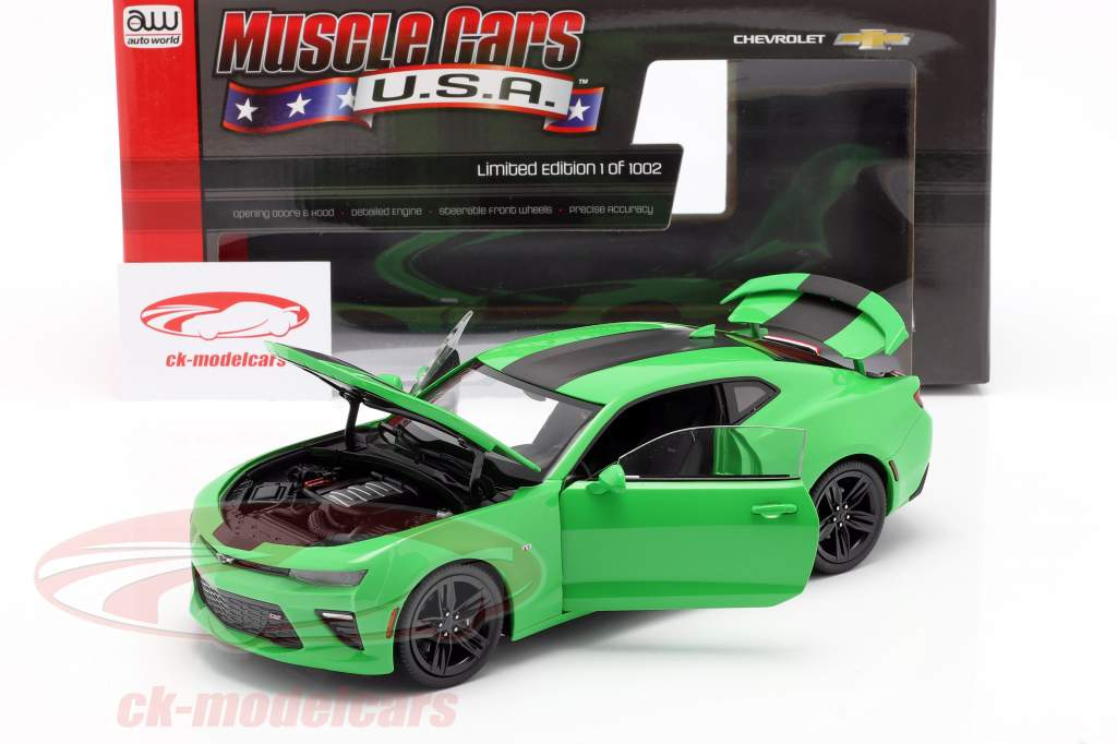 Chevrolet Camaro SS year 2017 green / black 1:18 AutoWorld