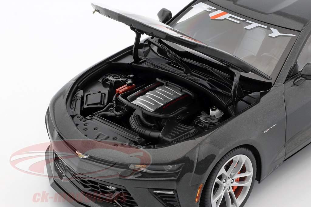 Chevrolet Camaro SS ano 2017 cinzento metálico 1:18 AutoWorld